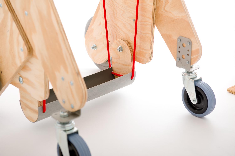 chariot pour chien handicape du train arriere - Finition bois naturel - Lacets rouges